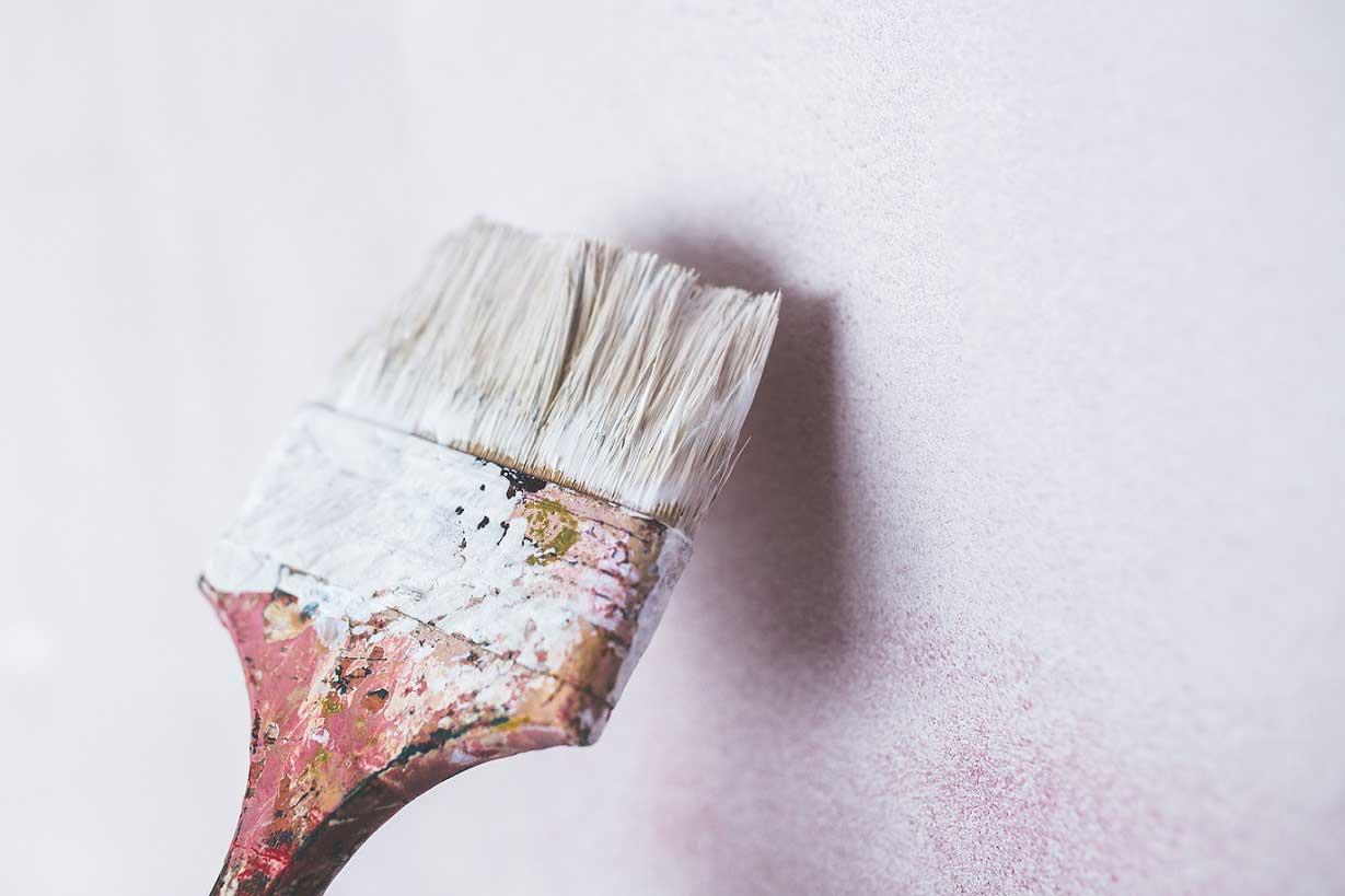 pennello dipingere casa