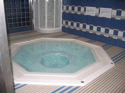 Realizzare una camera con vasca idromassaggio si può costok