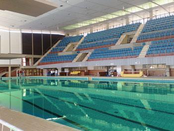 piscina-olimpica-con-acqua-verde