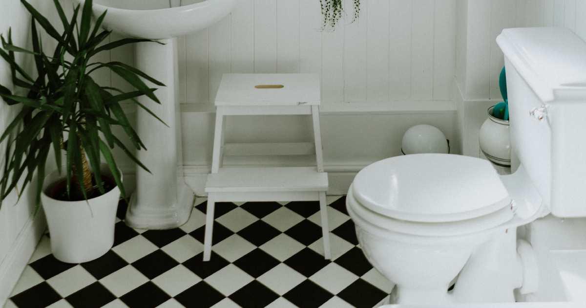 primo piano dei pavimenti in resina bagno